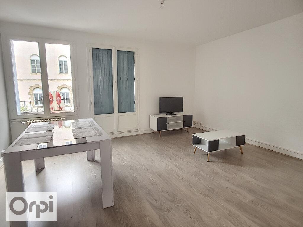 Appartement à louer 3 58m2 à Montluçon vignette-3