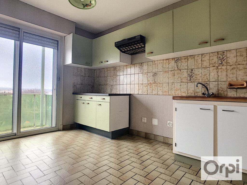Appartement à louer 3 63.35m2 à Montluçon vignette-2