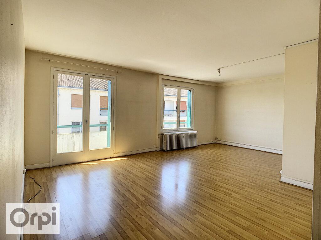 Appartement à louer 3 72m2 à Montluçon vignette-1