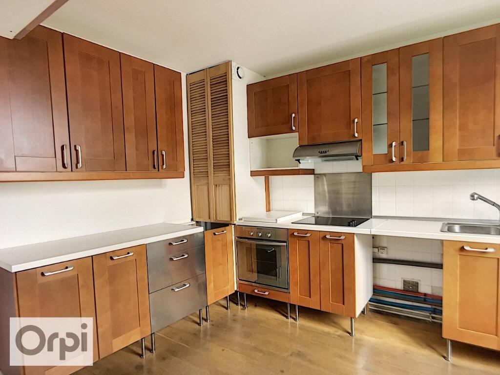 Appartement à louer 3 73m2 à Montluçon vignette-1