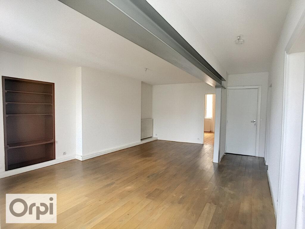Appartement à louer 3 73m2 à Montluçon vignette-3
