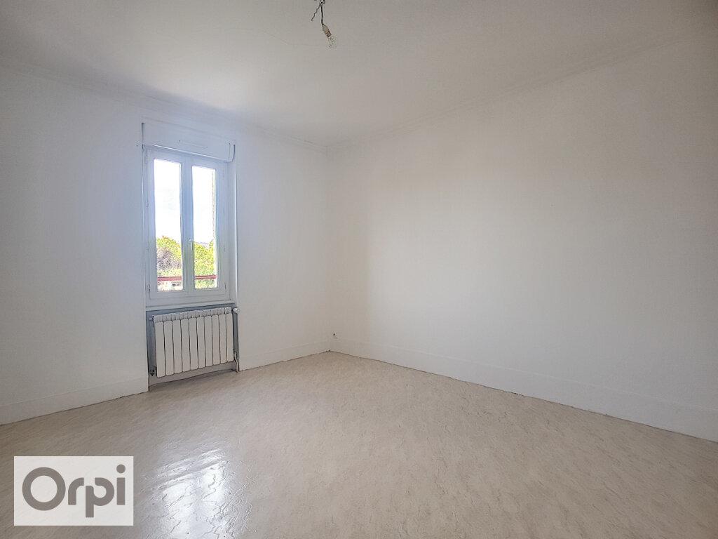 Maison à louer 3 65m2 à Montluçon vignette-2