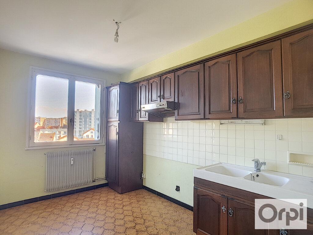 Appartement à louer 3 63m2 à Montluçon vignette-2