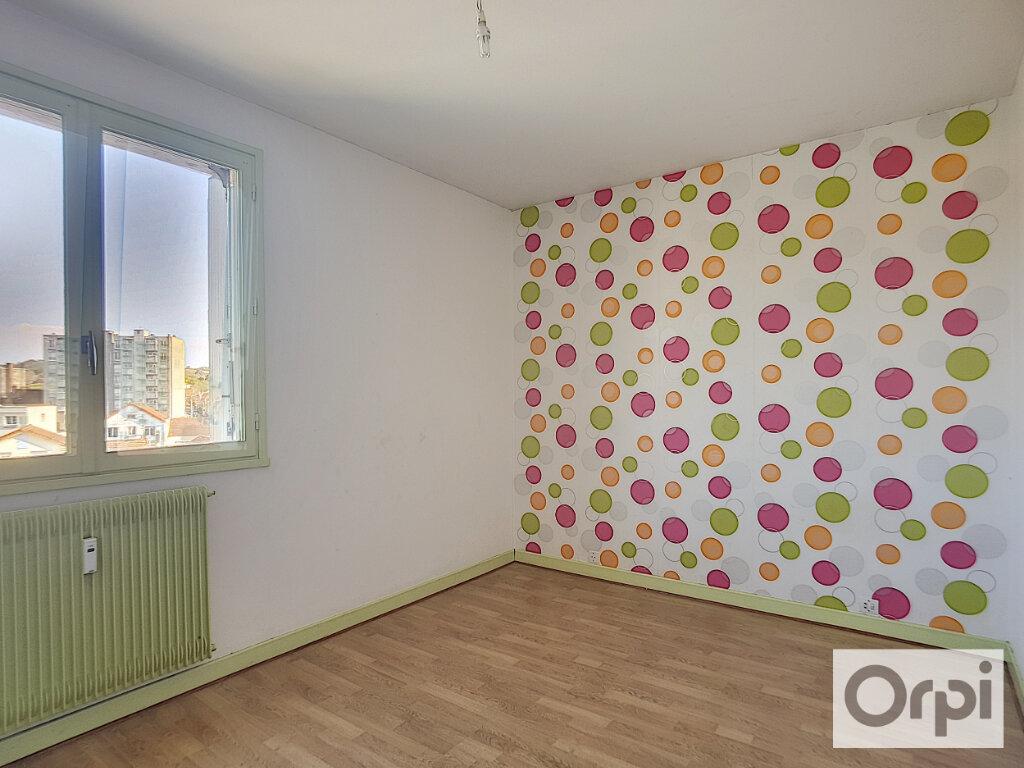 Appartement à louer 3 63m2 à Montluçon vignette-3