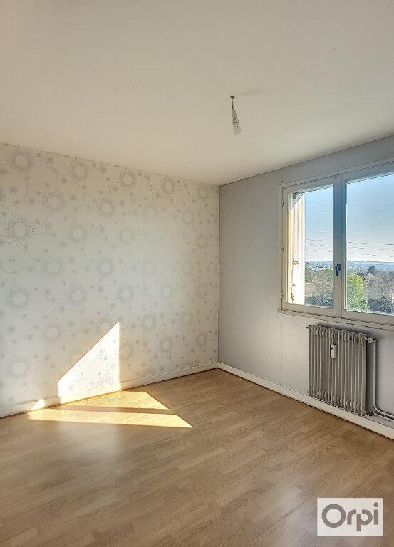 Appartement à louer 3 63m2 à Montluçon vignette-4