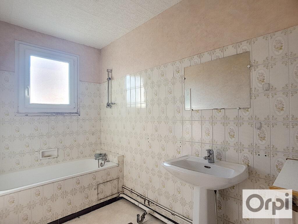 Appartement à louer 3 63m2 à Montluçon vignette-5