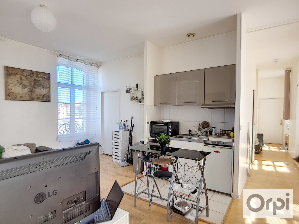 Appartement à louer 2 44.95m2 à Montluçon vignette-3
