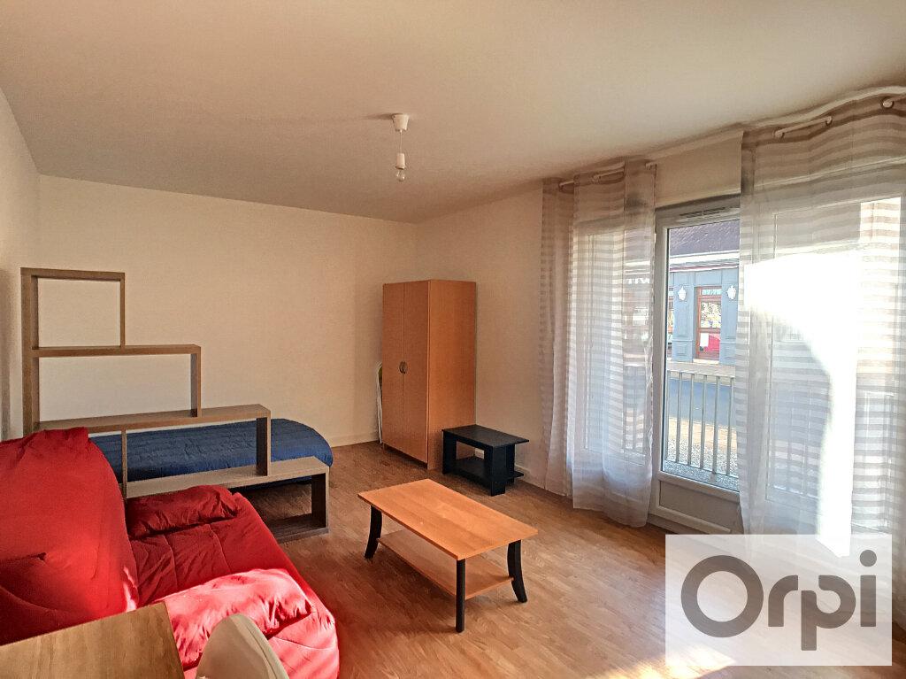 Appartement à louer 1 38m2 à Montluçon vignette-1