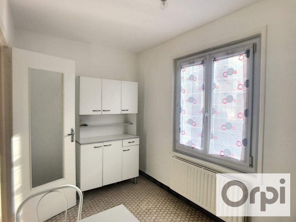 Appartement à louer 1 38m2 à Montluçon vignette-4
