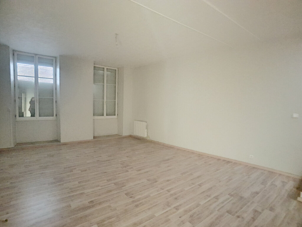 Appartement à louer 3 76.8m2 à Toury vignette-2