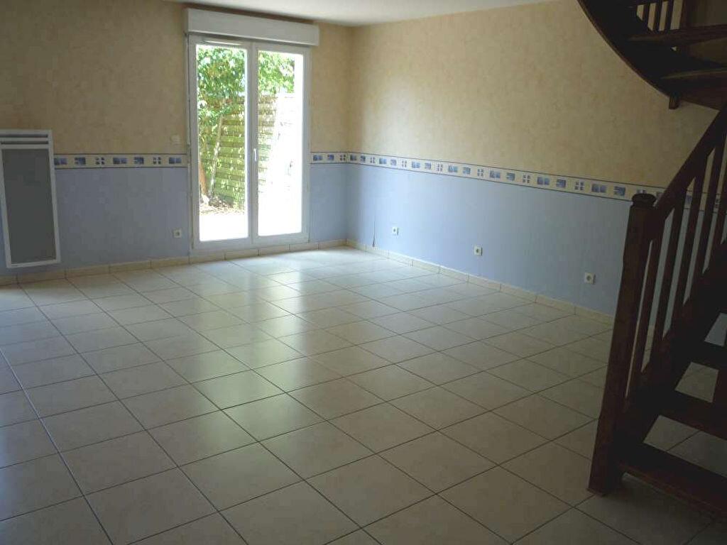 Maison à louer 4 89.85m2 à Saint-Denis-de-l'Hôtel vignette-2