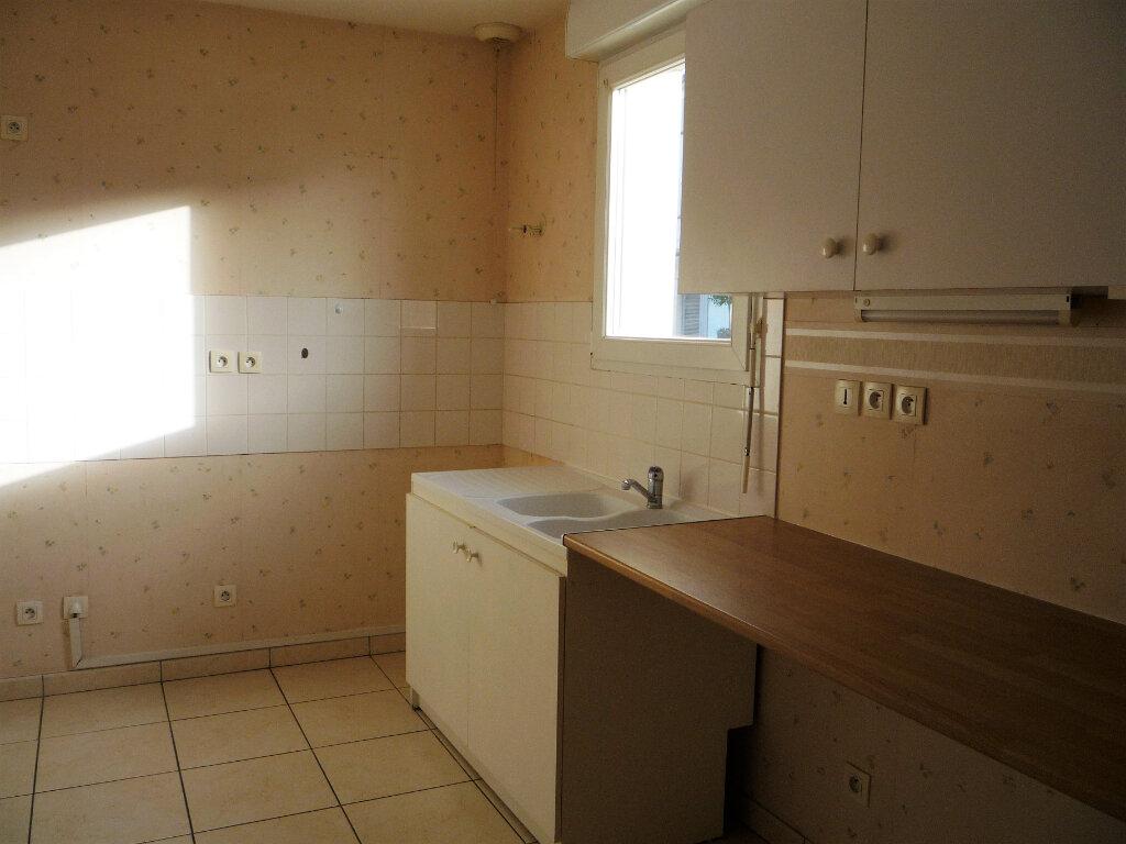 Maison à louer 4 89.85m2 à Saint-Denis-de-l'Hôtel vignette-5