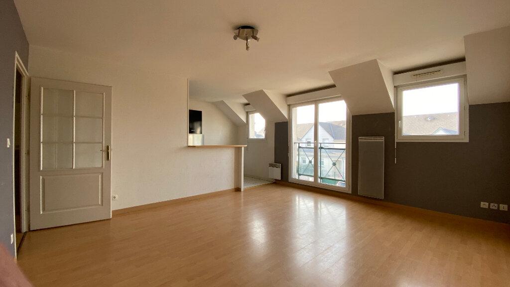 Appartement à louer 3 66.06m2 à Saint-Denis-de-l'Hôtel vignette-1