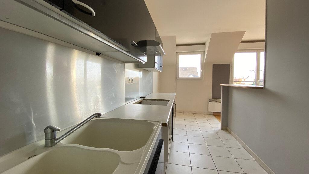 Appartement à louer 3 66.06m2 à Saint-Denis-de-l'Hôtel vignette-3