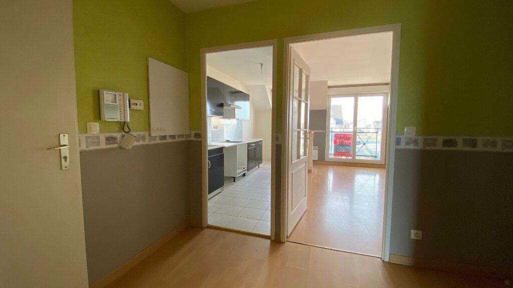 Appartement à louer 3 66.06m2 à Saint-Denis-de-l'Hôtel vignette-4