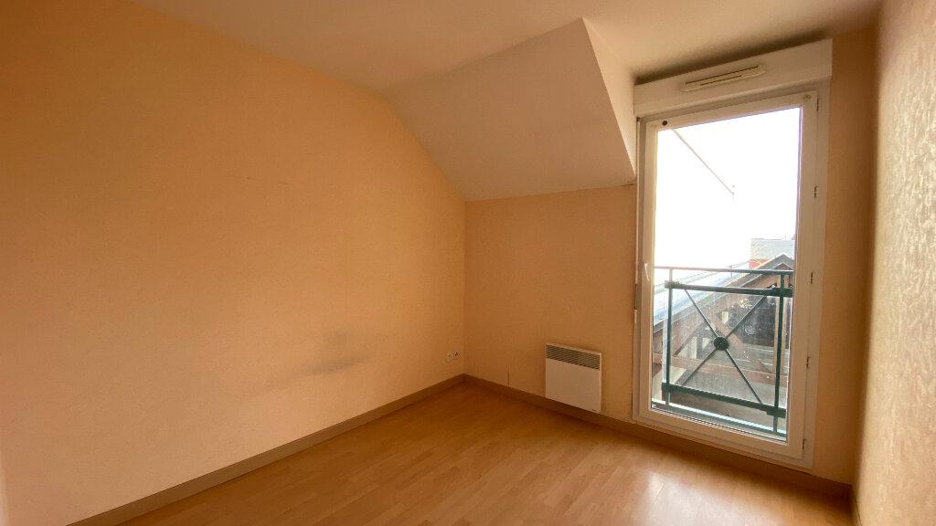 Appartement à louer 3 66.06m2 à Saint-Denis-de-l'Hôtel vignette-5