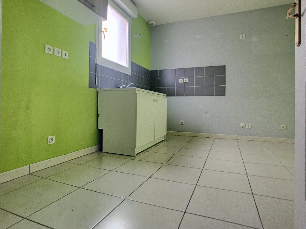 Maison à louer 4 89.8m2 à Saint-Denis-de-l'Hôtel vignette-2