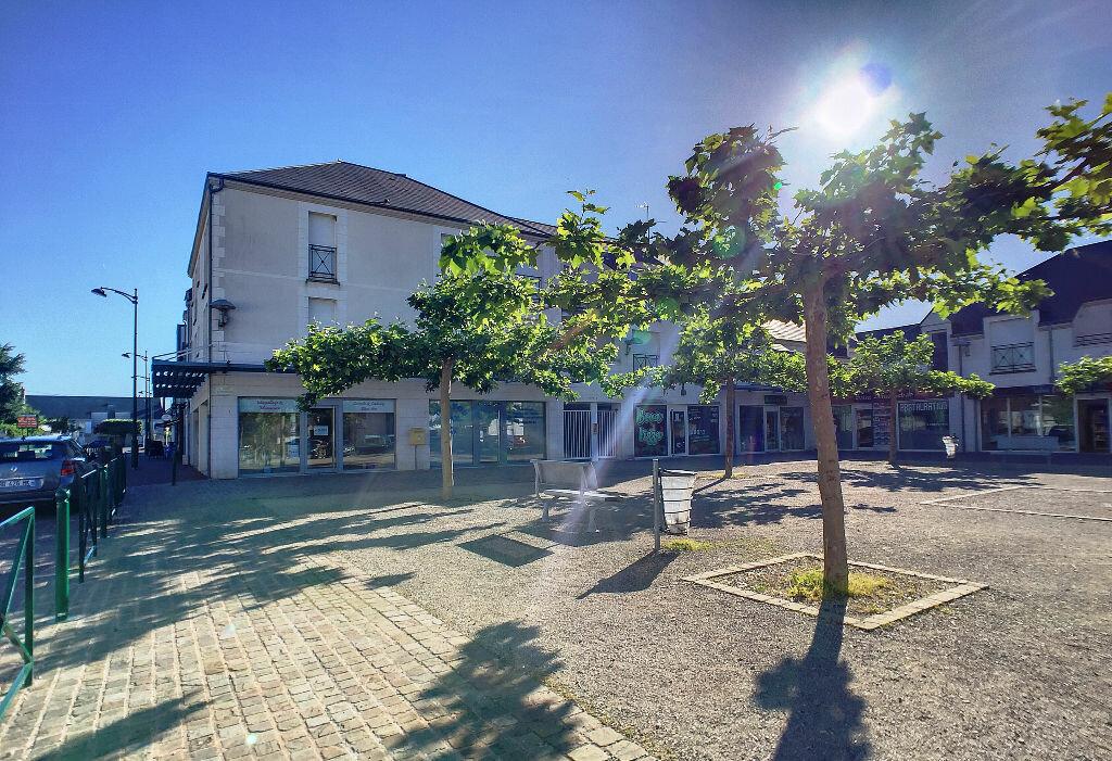 Maison à louer 4 89.8m2 à Saint-Denis-de-l'Hôtel vignette-7