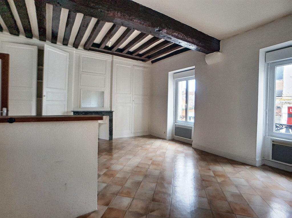 Appartement à louer 3 53m2 à Montargis vignette-1