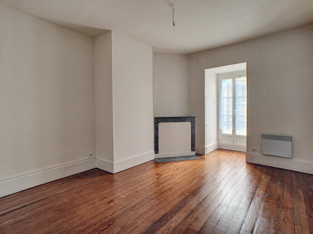Appartement à louer 3 55m2 à Montargis vignette-1