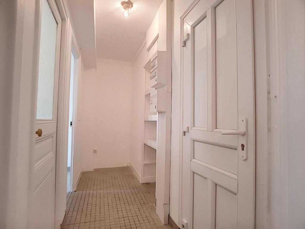 Appartement à louer 2 42.4m2 à Malesherbes vignette-1