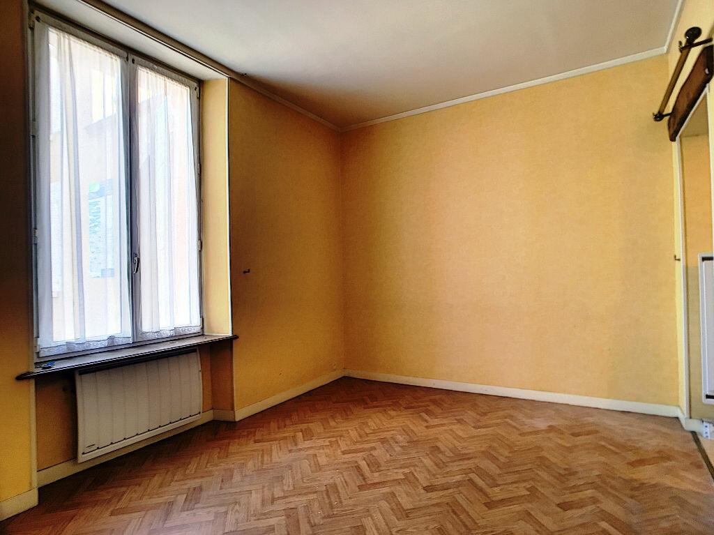 Appartement à louer 2 33m2 à Montargis vignette-1