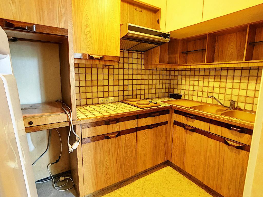 Appartement à louer 2 33m2 à Montargis vignette-2