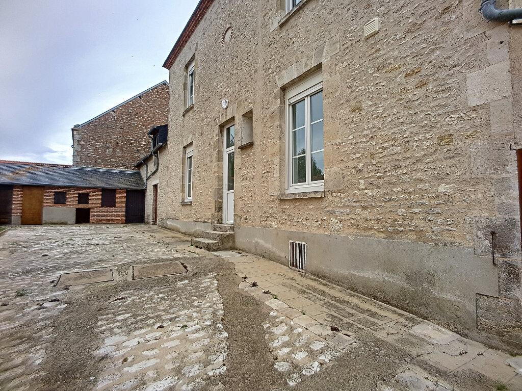 Maison à louer 3 103.44m2 à Yèvre-la-Ville vignette-2