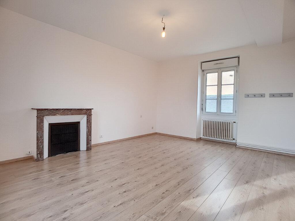 Maison à louer 3 103.44m2 à Yèvre-la-Ville vignette-7