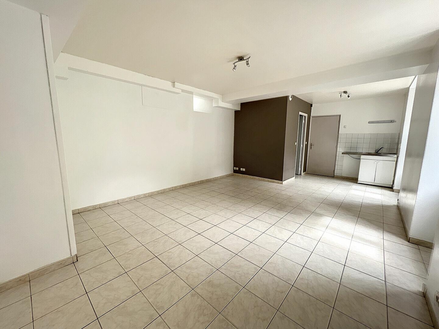 Appartement à louer 2 44.32m2 à Toury vignette-1