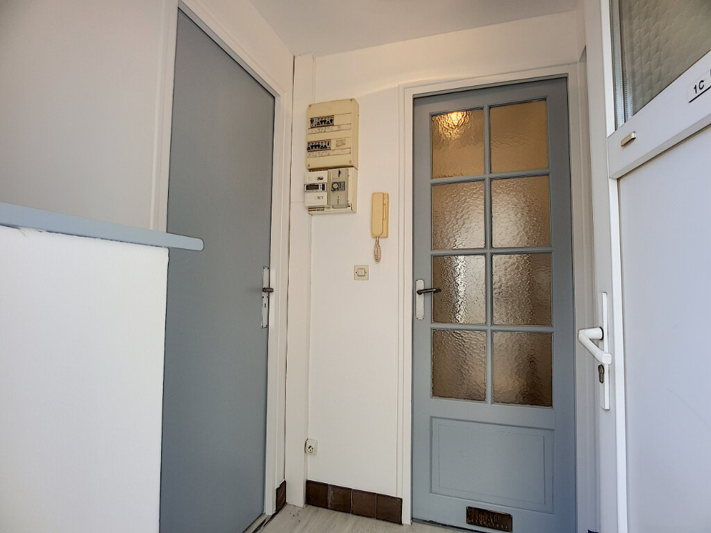 Appartement à louer 2 35.96m2 à Malesherbes vignette-2