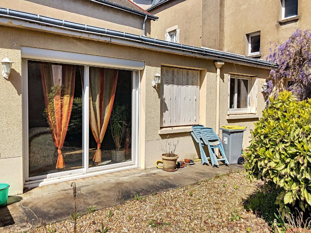 Maison à louer 4 140.32m2 à Patay vignette-2