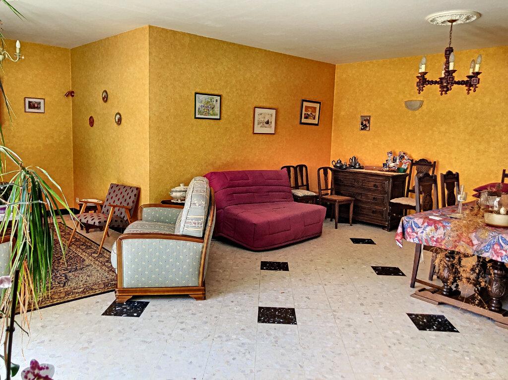 Maison à louer 4 140.32m2 à Patay vignette-6