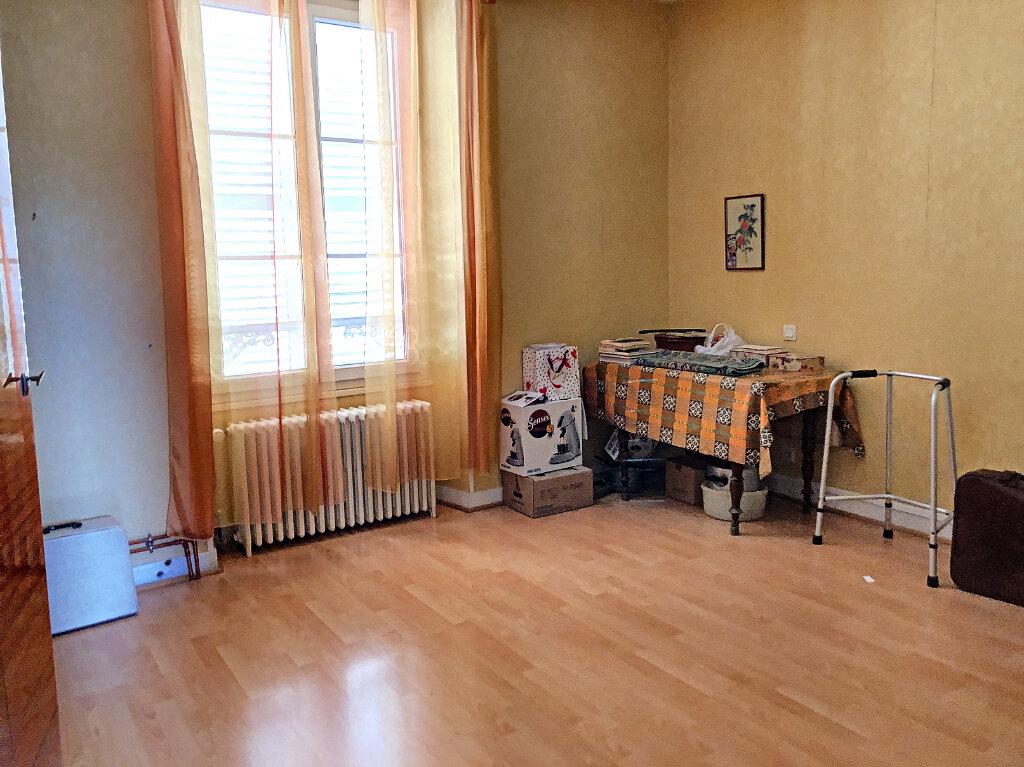 Maison à louer 4 140.32m2 à Patay vignette-8