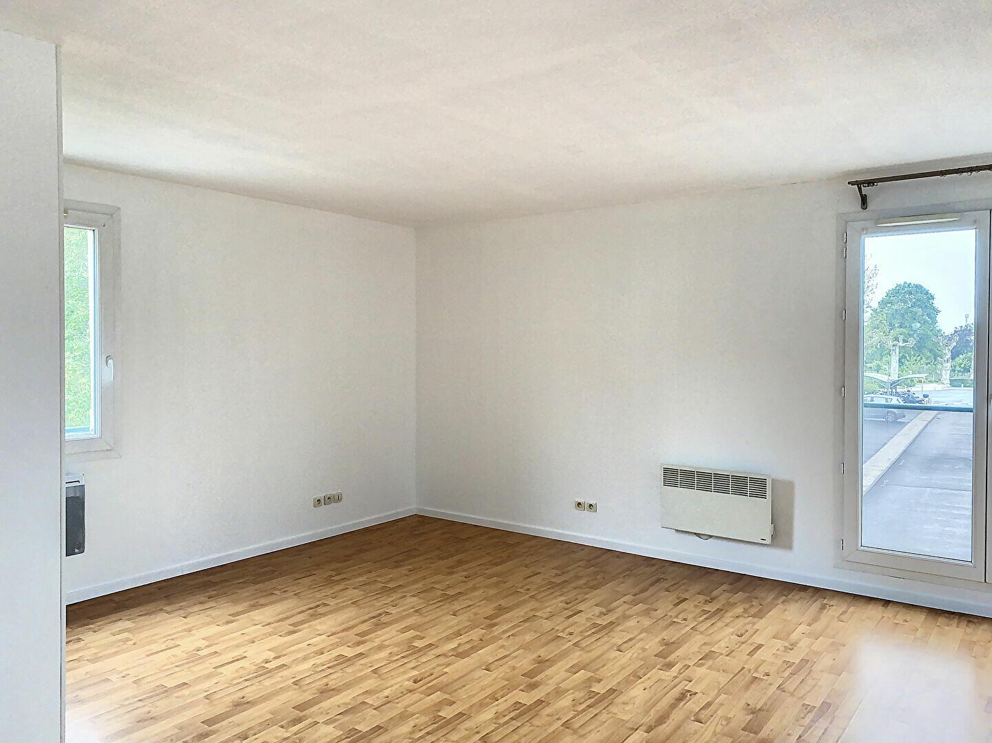 Appartement à louer 3 63m2 à Montargis vignette-2