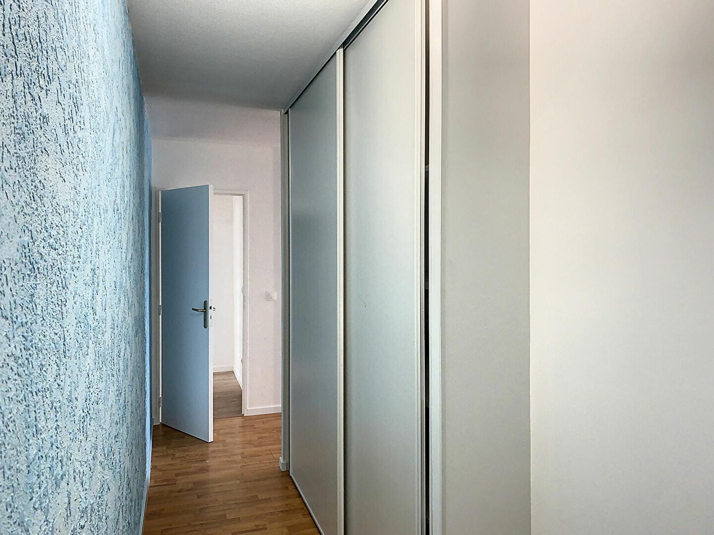 Appartement à louer 3 63m2 à Montargis vignette-6