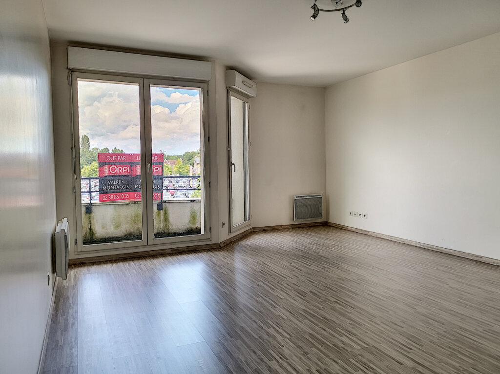 Appartement à louer 2 51.86m2 à Montargis vignette-2