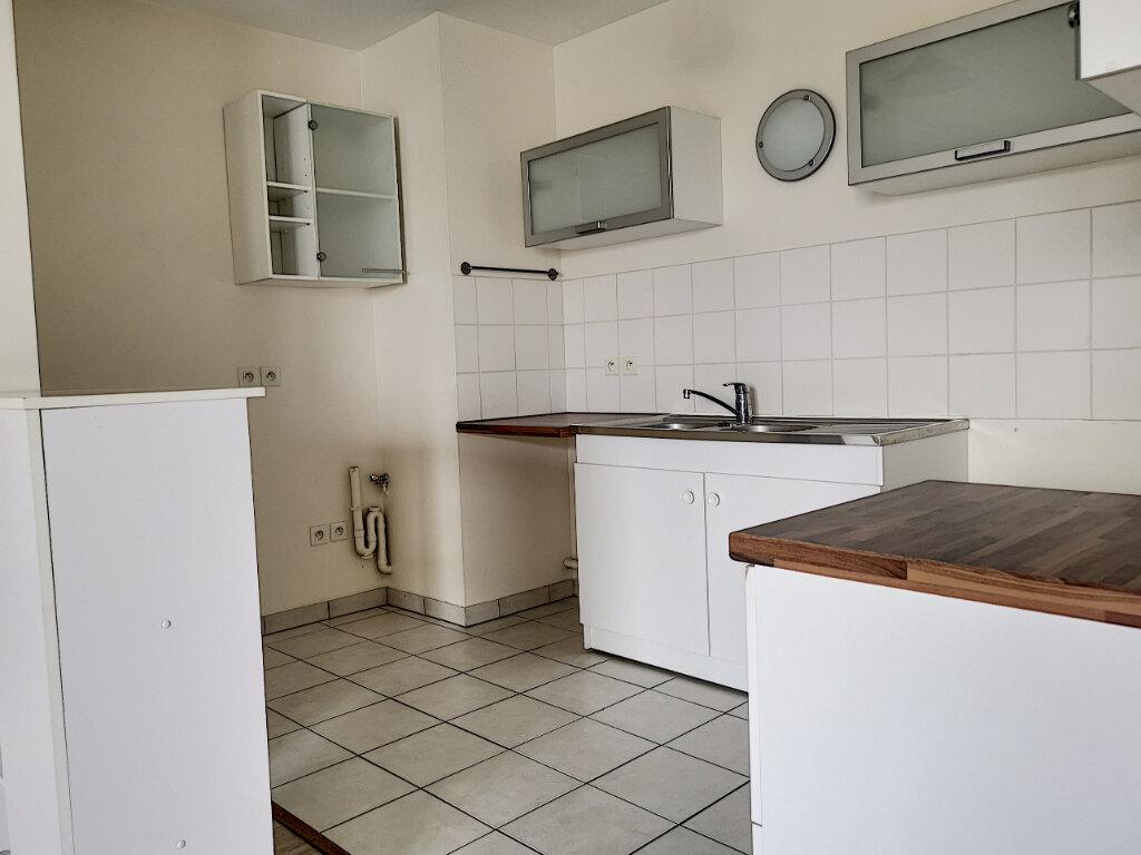 Appartement à louer 2 51.86m2 à Montargis vignette-3