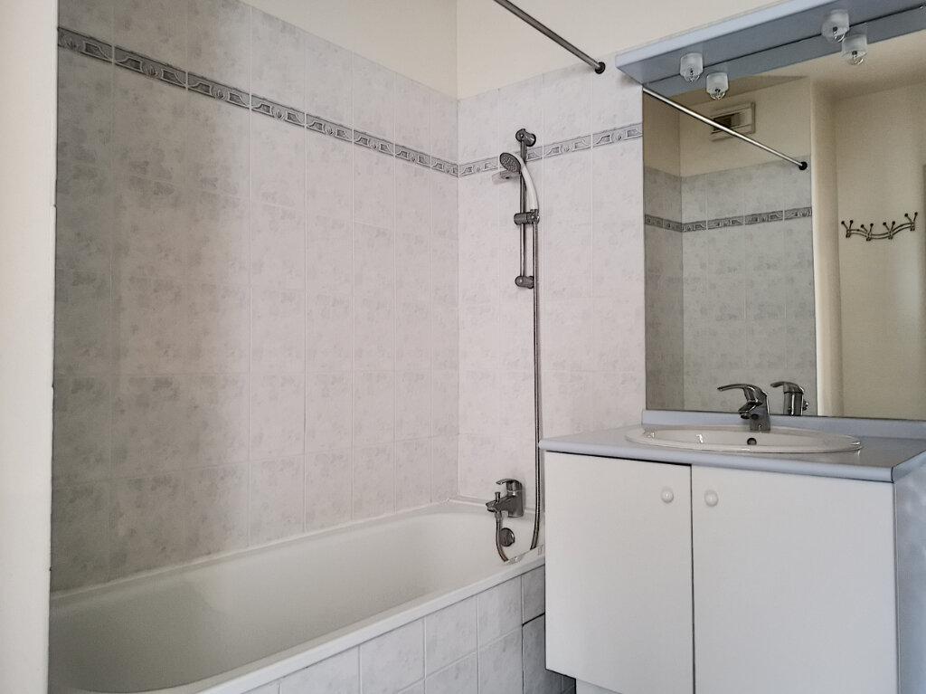 Appartement à louer 2 51.86m2 à Montargis vignette-5