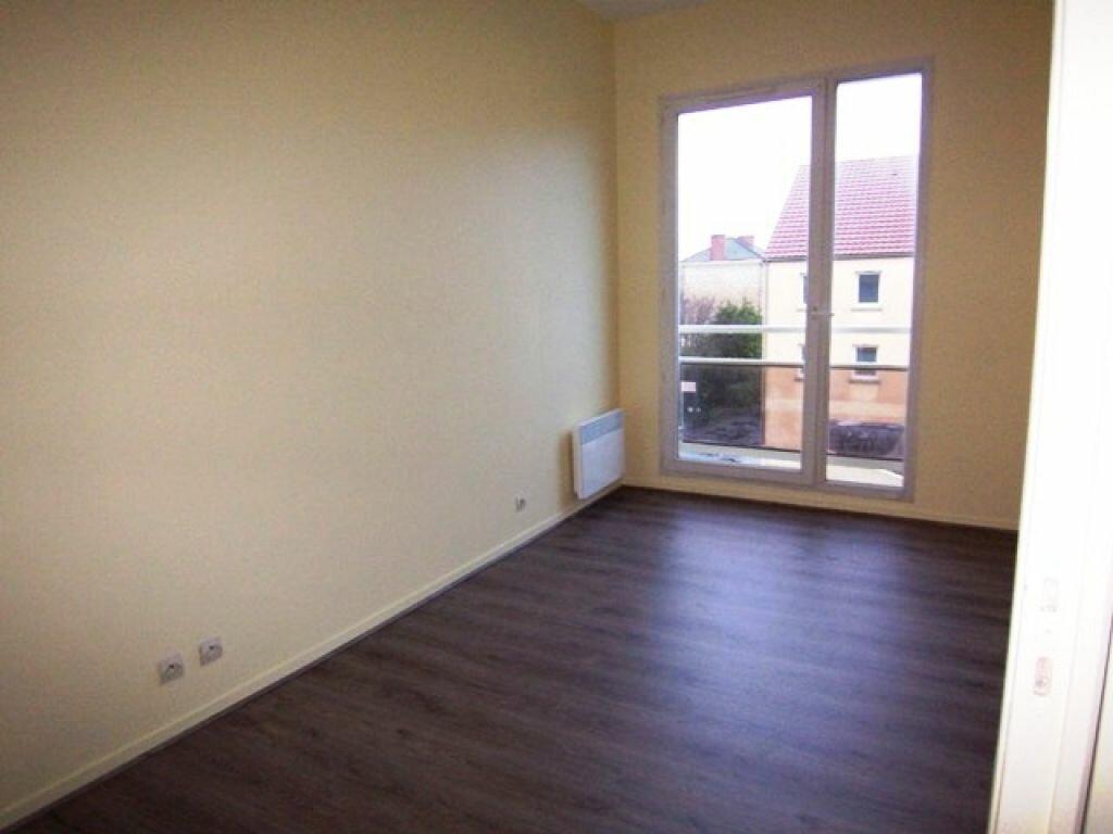 Appartement à louer 3 57m2 à Montargis vignette-1