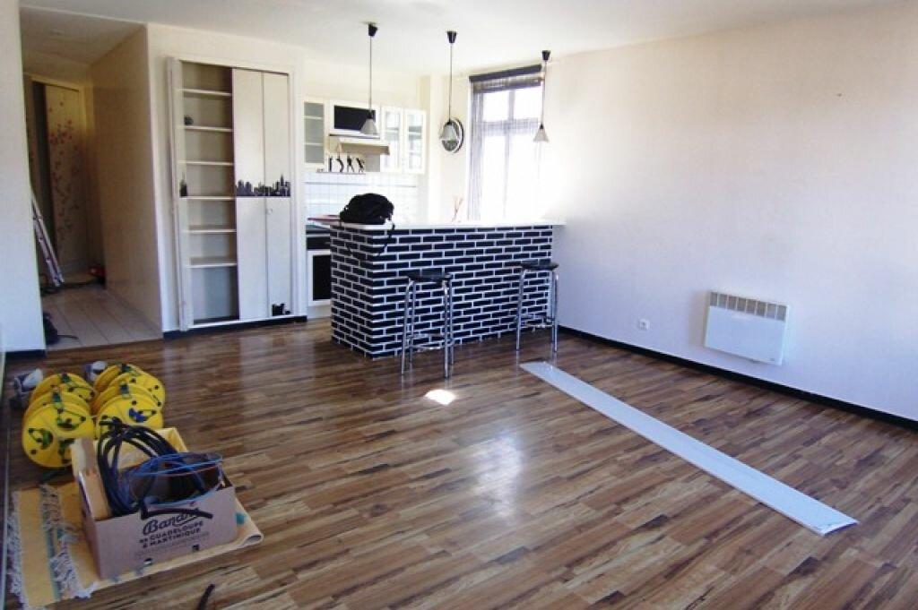Appartement à louer 2 53m2 à Montargis vignette-2
