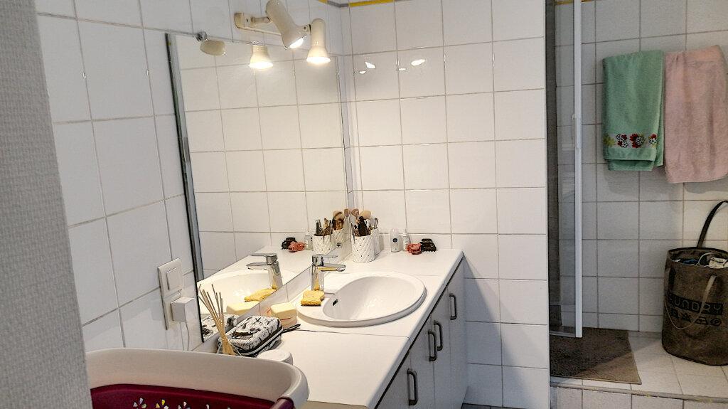 Appartement à louer 2 53m2 à Montargis vignette-5