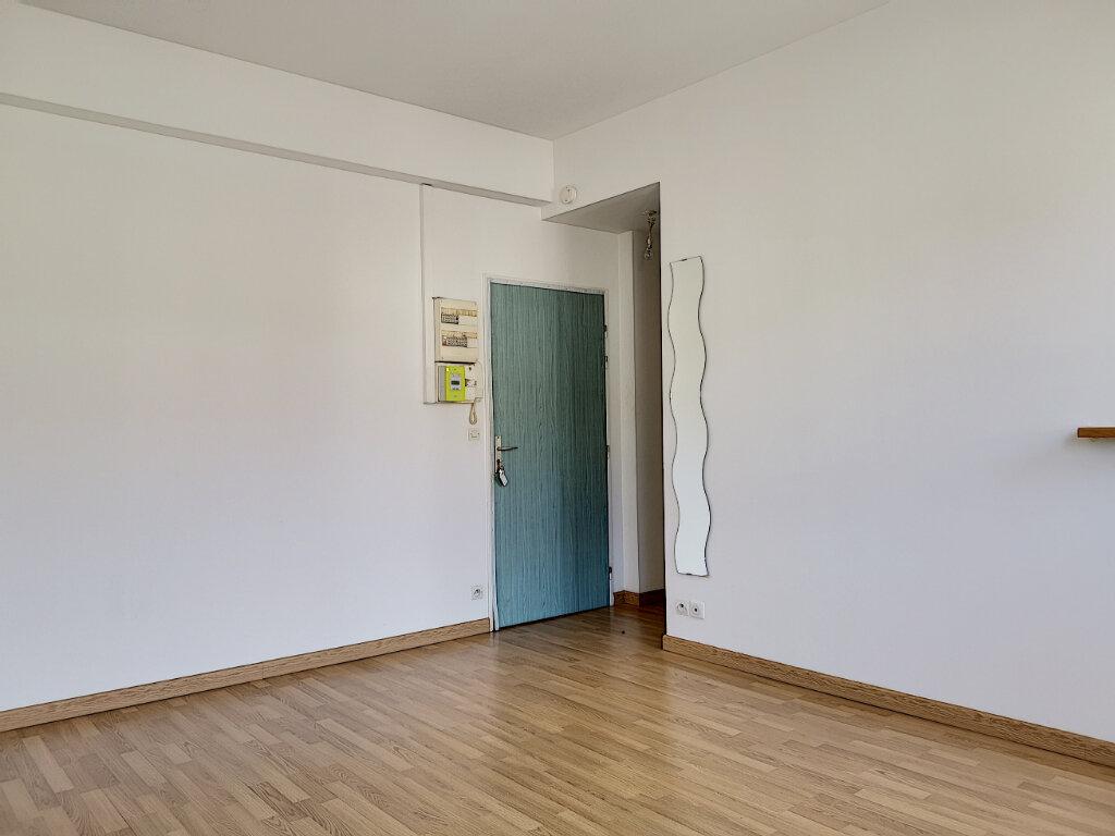 Appartement à louer 1 23m2 à Montargis vignette-2