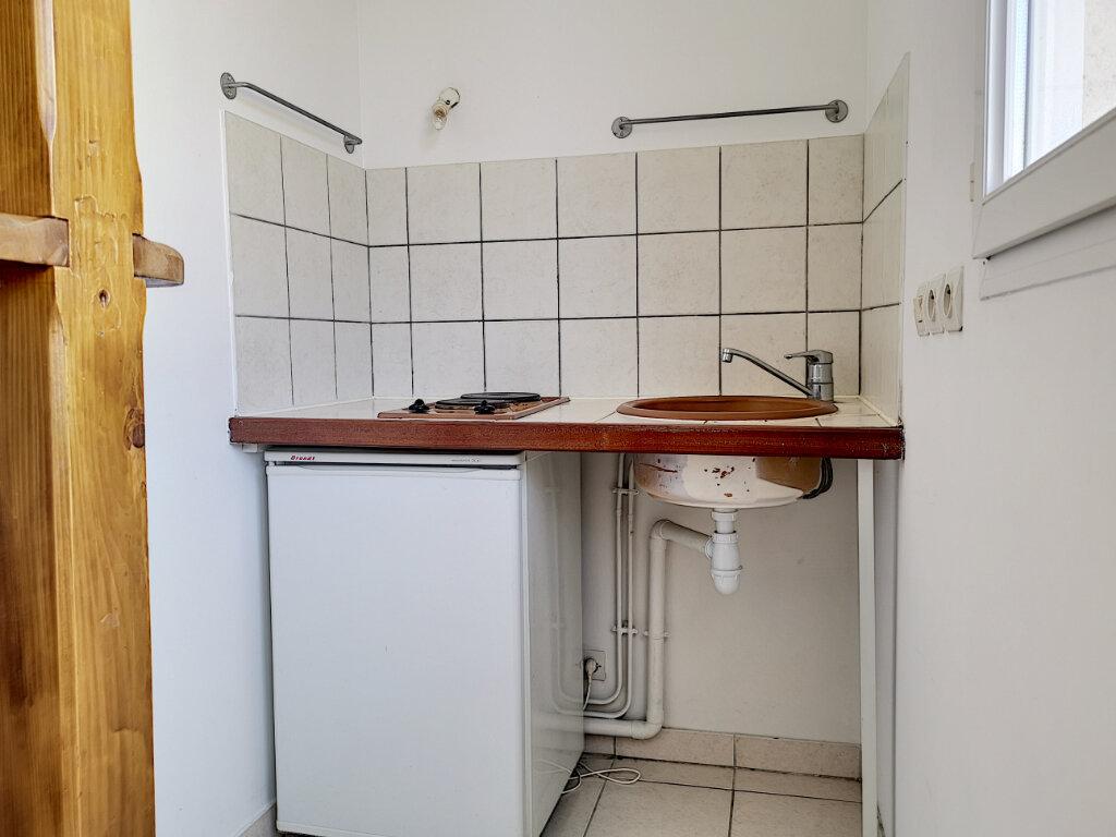 Appartement à louer 1 23m2 à Montargis vignette-3