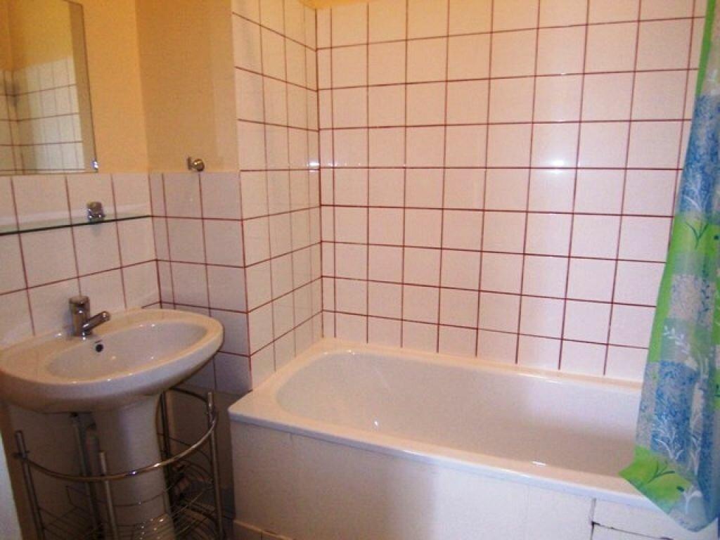Appartement à louer 1 25m2 à Montargis vignette-3