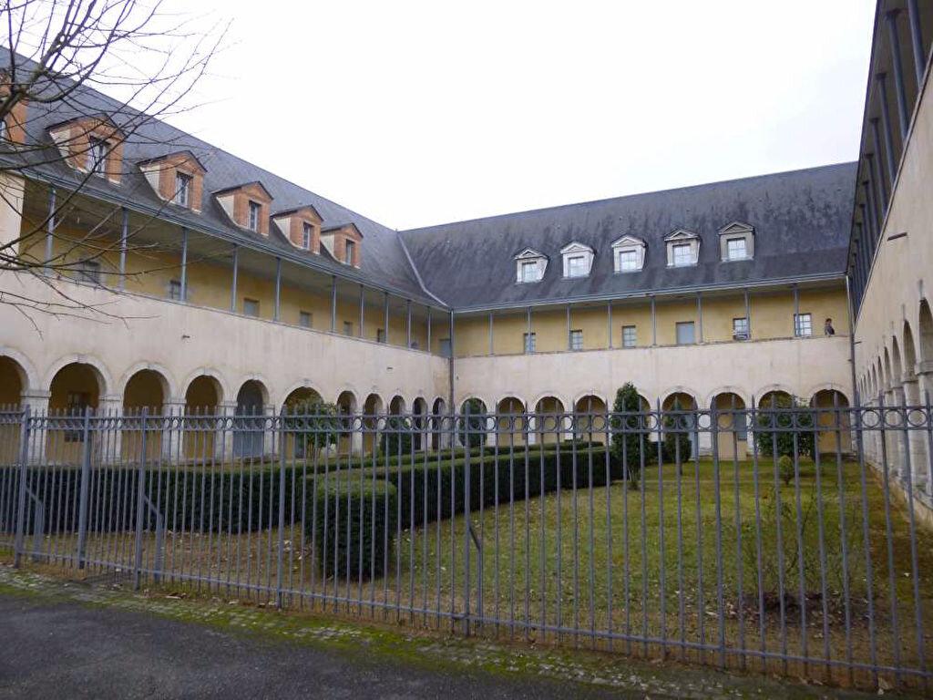 Appartement à louer 3 75m2 à Montargis vignette-1