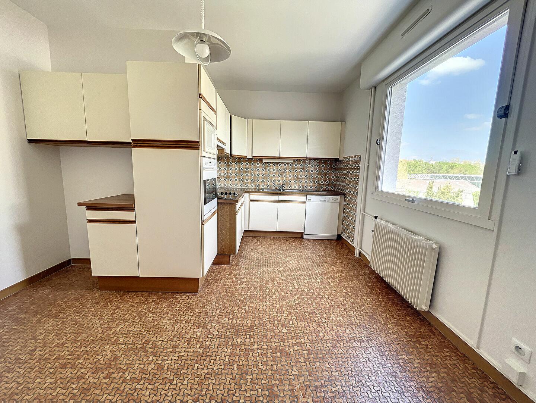 Appartement à louer 4 138m2 à Montargis vignette-6