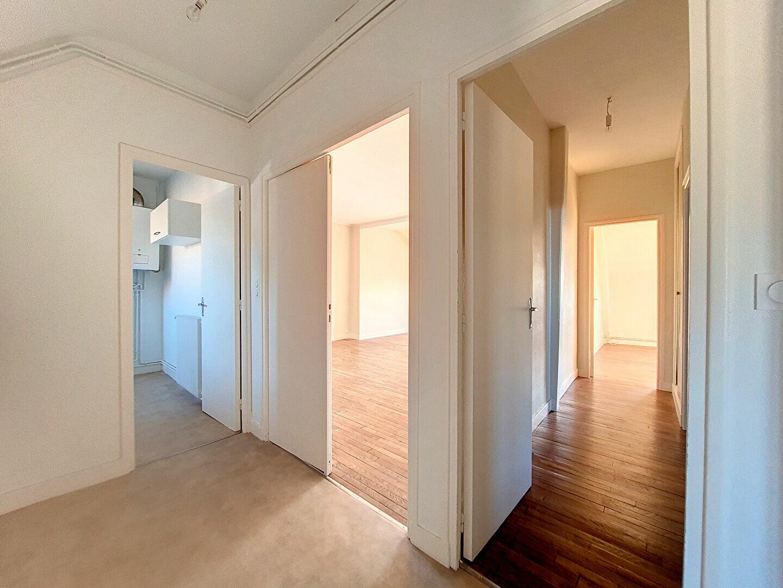 Appartement à louer 3 86m2 à Montargis vignette-1