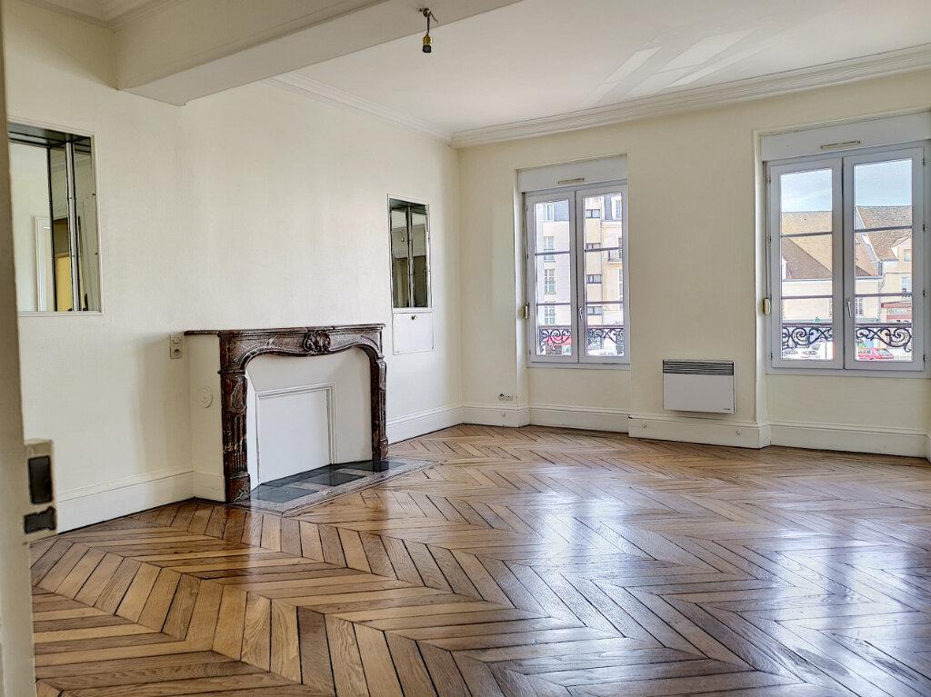 Appartement à louer 3 83m2 à Montargis vignette-1