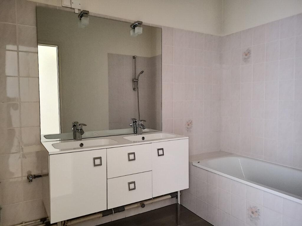 Appartement à louer 3 83m2 à Montargis vignette-3